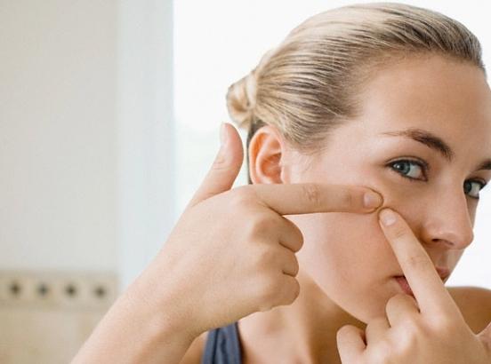 Прыщи на лице: сигнал о проблемах со здоровьем