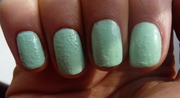 Пузырящийся лак на ногтях смотрится некрасиво!