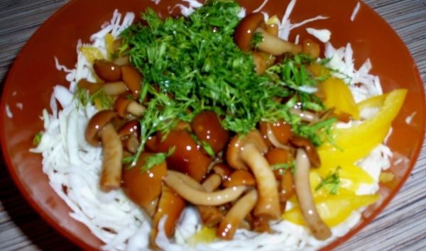 салат с капустой и опятами, фото