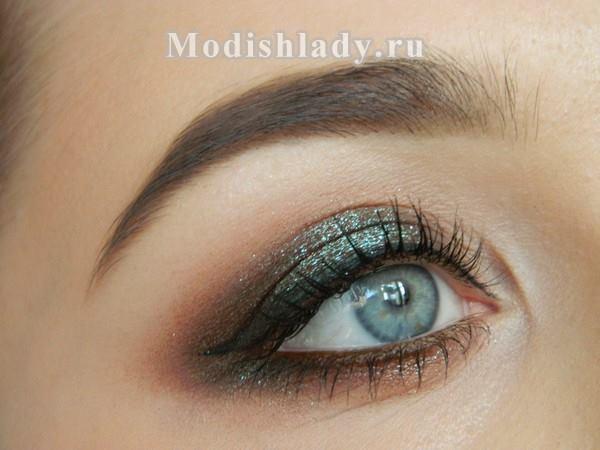 Smokey eyes с перламутровыми тенями, фото