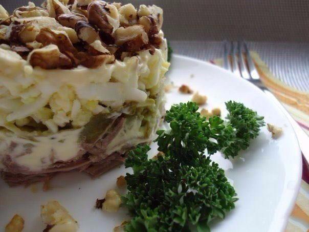 новогодний салат с орехами и говядиной