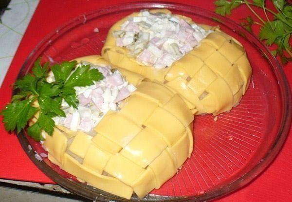 праздничный салат в виде лаптей