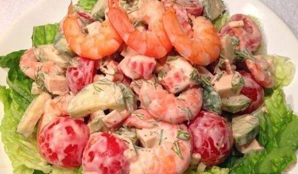 вкусный салат с крабовыми палочками и креветками