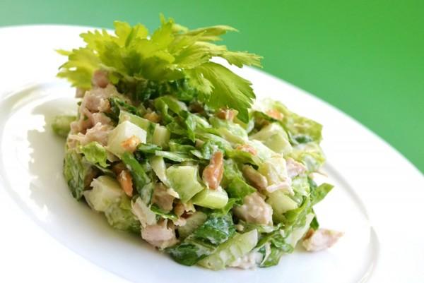 Салат из консервированных кальмаров новогодний
